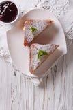 Köstlich von Monte Cristo-Sandwich und -stau Vertikale Draufsicht Stockbild
