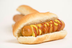 Köstlicher Hotdog des Schnellimbisses Stockfotos