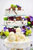 Köstlicher lustiger Hochzeitskuchen Lizenzfreies Stockfoto