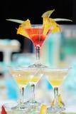 Köstlicher roter und gelber Cocktailturm Lizenzfreie Stockbilder