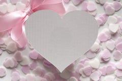 Kształt serce, menchia ono kłania się i serca w tle Zdjęcie Stock