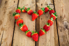kształtne serce truskawki zdjęcia stock