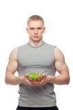 Kształtny i zdrowy ciało mężczyzna trzyma świeżej sałatki Obraz Stock