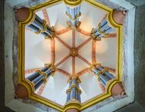 Kształtująca krypta z pięć błękitnymi filarami Obraz Royalty Free