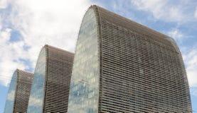 Kształtujący szklany budynek Zdjęcie Royalty Free