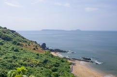 Kształtuje teren tropikalną plażę Vasco De Gamma w India obrazy royalty free