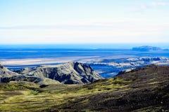 Kształtuje teren z góra lodowem w Iceland zdjęcie royalty free