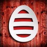 Kształt Wielkanocny jajko na czerwonym drewnianym tle Obraz Stock