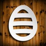 Kształt Wielkanocny jajko na drewnianym tle Zdjęcia Royalty Free
