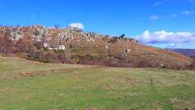 Kształtuje teren w Pyrenees Orientales, Francja zbiory wideo