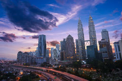 Kuala Lumper-Skyline in der Dämmerung Stockbild