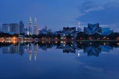 Kuala Lumpur City Centre & lago Titiwangsa Imagens de Stock Royalty Free
