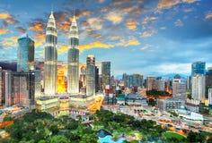 Kuala Lumpur City durante puesta del sol foto de archivo
