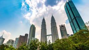 Kuala Lumpur Cityscape del lapso de tiempo de Malasia 4K enfoca hacia fuera almacen de video