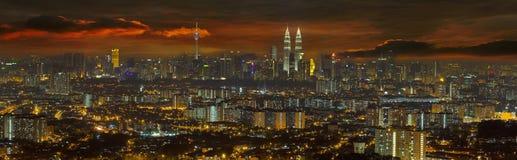 Kuala Lumpur Cityscape a panorama di tramonto Immagini Stock Libere da Diritti