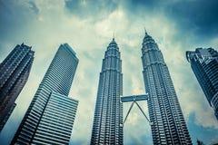 KUALA LUMPUR - 15 de fevereiro: Vista das torres gêmeas de Petronas o 1º de fevereiro Imagem de Stock Royalty Free