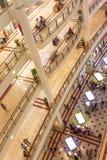 KUALA LUMPUR - 1er mars 2015 : Suria KLCC dans la Tour jumelle de Petronas Photographie stock libre de droits