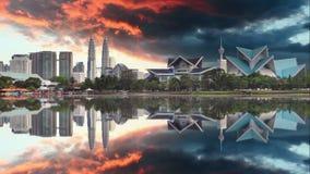 Kuala Lumpur, horizonte de Malasia en el parque de Titiwangsa almacen de metraje de vídeo