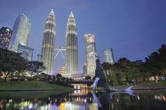 Kuala Lumpur KLCC parkerar horisont Fotografering för Bildbyråer
