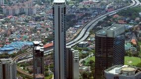 KUALA LUMPUR, MALÁSIA - 12 de abril de 2015: A vista surpreendente do painel de vidro da ponte do céu encontrou 170 medidores aci Imagens de Stock