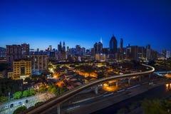 Kuala Lumpur, MALÁSIA - 25 de fevereiro de 2018: Skyline da cidade de Kuala Lumpur no alvorecer Imagem de Stock