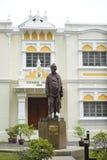Kuala Lumpur, Malásia - 18 de julho de 2018: Construção do Ashram de Vivekananda, com a estátua de bronze do Swami Vivekananda, u Foto de Stock Royalty Free