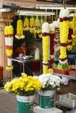 Kuala Lumpur, Malásia - 18 de julho de 2018: Floristas em suas tendas em Kuala Lumpur Little India em Kuala Lumpur Fotografia de Stock Royalty Free