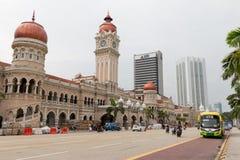KUALA LUMPUR, MALÁSIA - 22 DE MARÇO DE 2017: Reparos da estrada em Sultan Abdul Samad Building em Kuala Lumpur, Malásia Imagens de Stock Royalty Free