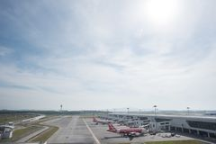 Kuala Lumpur, Malásia - 24 de março de 2018: Terminal de aeroporto internacional de Kuala Lumpur Imagens de Stock Royalty Free