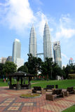 KUALA LUMPUR, MALÁSIA - 20 de março de 2017: Torres gêmeas de Petronas o 20 de março de 2017 em Kuala Lumpur, Malásia Fotografia de Stock