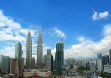 KUALA LUMPUR, MALAISIE - FEBBRUARY 6, 2017 : Centre de la ville montrant la tour de Petronas Photo stock