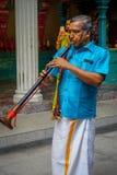 Kuala Lumpur, Malaisie - 9 mars 2017 : Musiciens non identifiés dans une célébration indoue traditionnelle de mariage L'hindouism Photographie stock