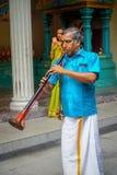 Kuala Lumpur, Malaisie - 9 mars 2017 : Musiciens non identifiés dans une célébration indoue traditionnelle de mariage L'hindouism Photos stock