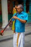 Kuala Lumpur, Malaisie - 9 mars 2017 : Musiciens non identifiés dans une célébration indoue traditionnelle de mariage L'hindouism Image stock