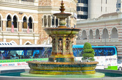 Kuala Lumpur, Malaisie - 4 octobre 2013 : fontaine d'eau dans la place de Merdeka en Kuala Lumpur Malaysia Photographie stock
