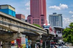 KUALA LUMPUR, MALASIA - 9 de abril: Monorrail en Chow Kit Road Station el 9 de abril de 2017 Fotos de archivo libres de regalías