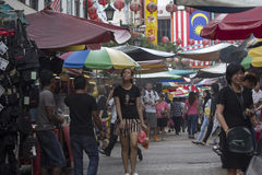 KUALA LUMPUR, MALASIA 18 DE DICIEMBRE: Calle el 18 de diciembre 201 de Petaling Imagen de archivo libre de regalías