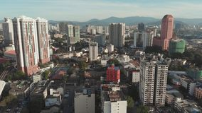 Kuala Lumpur, Malasia - 21 de enero de 2019: Vista aérea de la capital de Malasia Kuala Lumpur de una altura almacen de metraje de vídeo