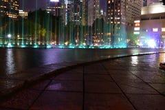 Kuala Lumpur, Malasia - 3 de noviembre de 2017: Fuente del parque de KLCC en la noche Fotografía de archivo libre de regalías