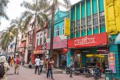 Kuala Lumpur, Malasia - 19 de noviembre: La gente puede el caminar visto y el hacer compras alrededor del paseo de Kasturi junto  fotos de archivo