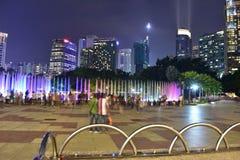 Kuala Lumpur, Malasia - 3 de noviembre de 2017: Parque de KLCC en la noche Fotografía de archivo