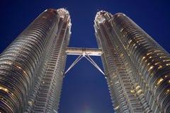 Kuala Lumpur, Malasia - 3 de noviembre de 2017: Puente del cielo de las torres gemelas Foto de archivo libre de regalías