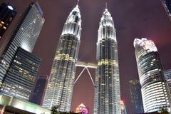 Kuala Lumpur, Malasia - 3 de noviembre de 2017: Torres gemelas en el parque de KLCC Fotos de archivo libres de regalías