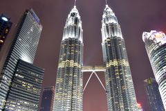 Kuala Lumpur, Malasia - 3 de noviembre de 2017: Torres gemelas Kuala Lumpur de Petronas Fotos de archivo libres de regalías