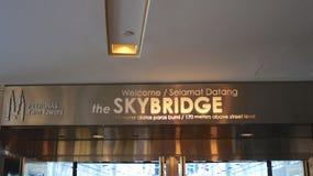 KUALA LUMPUR MALAYSIA - APRIL 12th 2015: skybridge som lokaliseras på det 41. golvet, som är 170 metrar ovanför gatanivå av Royaltyfri Foto
