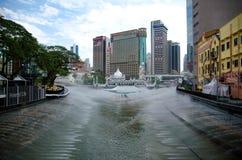 KUALA LUMPUR, MALAYSIA - 29. August 2017: Neue Anziehungskraft, Fluss der Lebenlandschaft Jamek-Moschee in Kuala- Lumpurstadt umg Lizenzfreie Stockfotos