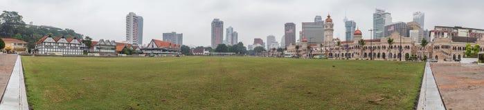 Kuala Lumpur Malaysia - circa Oktober 2015: Panorama av den Merdeka fyrkanten och Sultan Abdul Samad Building, Kuala Lumpur Fotografering för Bildbyråer