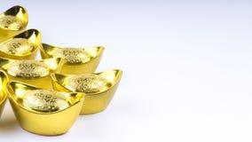 Kuala Lumpur Malaysia - December 13, 2017: Closeup av kinesiska nya Year's guld- Sycees eller guldtacka Arkivbild