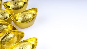 Kuala Lumpur Malaysia - December 13, 2017: Closeup av kinesiska nya Year's guld- Sycees eller guldtacka Arkivfoto