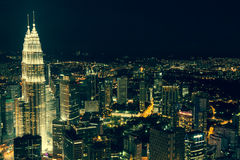 Kuala Lumpur, Malaysia, Dezember 19,2013: Türme Kiloliters Petronas am nig Lizenzfreie Stockbilder